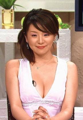 """【山本彩】判明した""""乳首""""の色をご覧ください。パンチラ、胸チラ、グラビアエロ画像"""