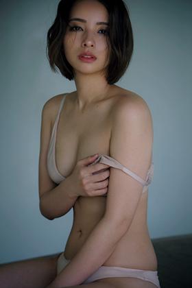 水崎綾女さん、大人の色気が半端ない激エロ妖艶グラビアが抜けるwww【エロ画像】