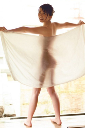 長濱ねるさん、復活!写真集の全裸露出がエロすぎて国宝級www【エロ画像】