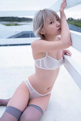 篠崎こころさん、金髪ボーイッシュ娘の美乳グラビアがシコいwww【エロ画像】
