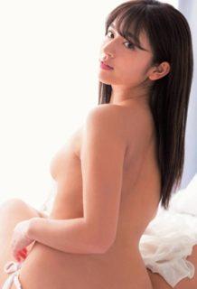 徳江かなさん、写真集で脱ぎ過ぎる・・・おっぱいもお尻も見えてるwww【エロ画像】