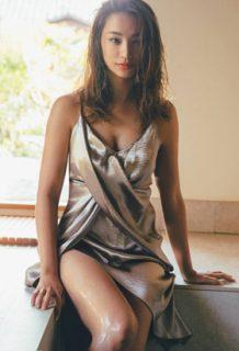高橋メアリージュンさん、巨乳おっぱいがたまらんグラビアを披露www【エロ画像】