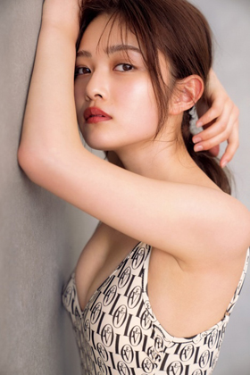 井上咲楽さん、太眉カットで巨乳がエッチすぎる水着グラビアを披露してしまうwww【エロ画像】