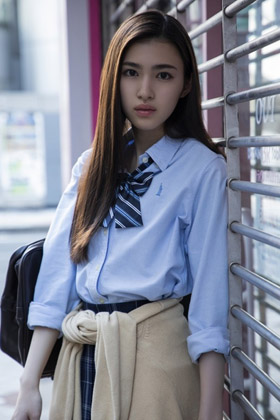 長見玲亜(17)の現役JK女優の初水着姿の写真集がエロいww【エロ画像】