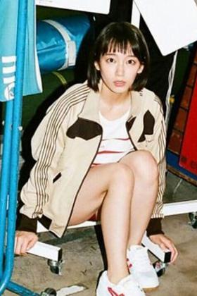 吉岡里帆(26)の生足ブルマ姿のインスタ写真がぐうシコww【エロ画像】