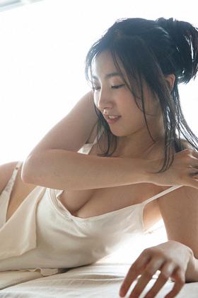 福井セリナ(25)の袋とじグラビアが過激でエロいww【エロ画像】