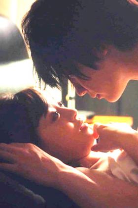 福原遥(20)のキスしまくりセックス濡れ場がぐうシコww【エロ画像】