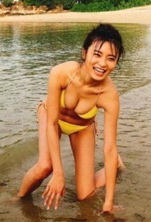 小島瑠璃子(25)の週プレオフショット祭りがぐうシコww【エロ画像】