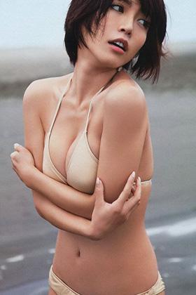 釈由美子(41)の水着グラビアが久々に見ると抜けるww【エロ画像】