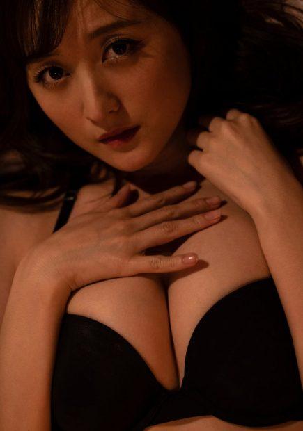 小松彩夏(32)のデジタル写真集のグラビアがエロいww【エロ画像】