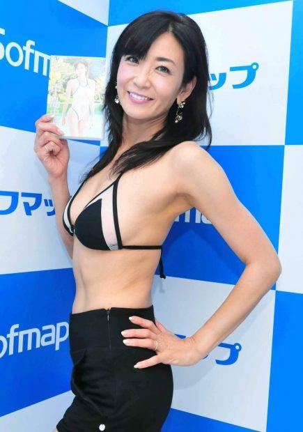 中島史恵(51)のDVD発売イベントの姿が熟女好きにはたまらないww【エロ画像】