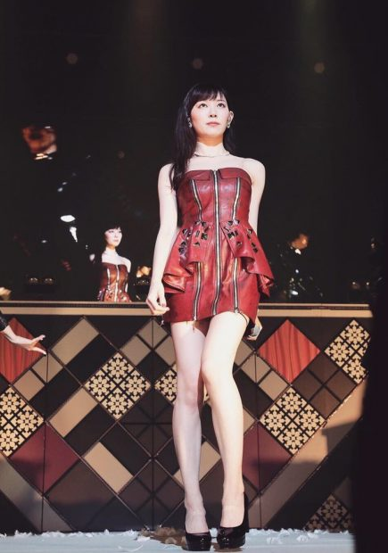 みるきー(25)のパンチラ寸前ダンス姿がエロいww【エロ画像】
