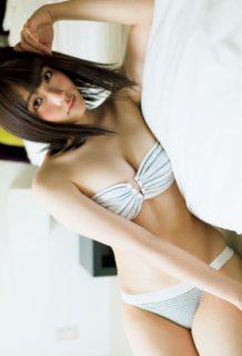 石田桃香(21)の最新グラビアのバンドゥビキニがエロいww【エロ画像】