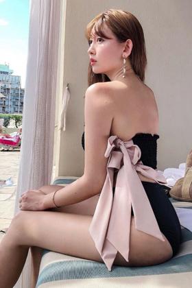 小嶋陽菜(31)の最新SNSの日焼け報告の水着姿がエロいww【エロ画像】