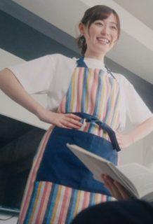 福原遥(20)のエプロン姿に着衣おっぱいがエロいww【エロ画像】