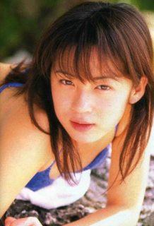 佐藤仁美(39)の若かりし頃の水着姿やライザップ水着ww【エロ画像】