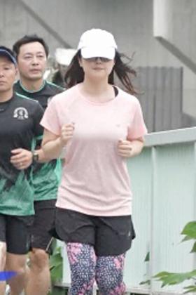 水卜麻美アナ(32)の24時間マラソンのキャプがエロいww【エロ画像】