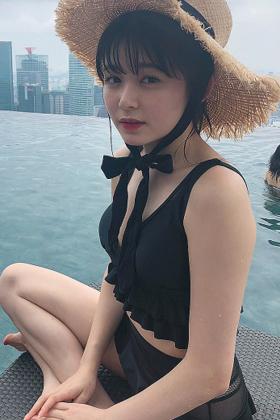 りんくまこと久間田琳加さん、写真集でドスケベな水着姿を解禁www【エロ画像】