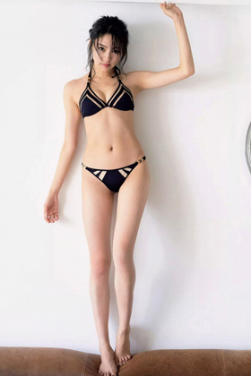 志田友美さん、水着グラビアで見るスレンダー美ボディがシコいww【エロ画像】