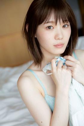 欅坂46小池美波(20)の初ランジェリー姿がエロいww【エロ画像】