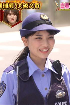 木下彩音(19)の警官コスや水着グラビアが抜けるww【エロ画像】