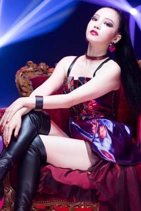 元KARAのハラ(28)の新曲の衣装の生足美脚がエロいww【エロ画像】
