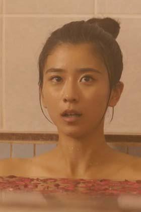 黒島結菜(22)の入浴シーンの鎖骨がセクシーでエロいww【エロ画像】