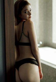 瑛茉ジャスミン(24)のTバックがセクシーなセミヌードグラビアww【エロ画像】