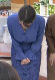 宇内梨沙アナ(28)のさり気なく見えた胸チラ谷間がエロいww【エロ画像】