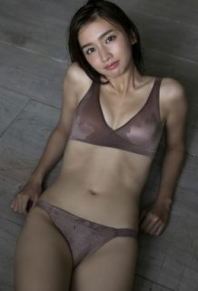 小泉遥(23)の大人っぽくなった最新水着グラビアがエロいww【エロ画像】