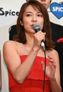 内山理名(37)の最新ドレス姿がセクシーでエロいww【エロ画像】