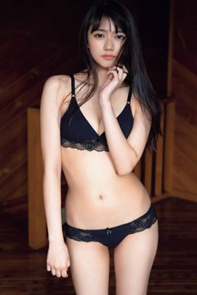 黒崎レイナ(20)の写真集の水着姿や上裸がエロいww【エロ画像】