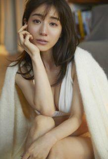 田中みな実(32)のファースト写真集のおっぱいがぐうシコww【エロ画像】