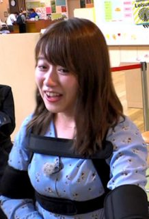 尾崎里紗アナ(26)の緊縛みたいにおっぱい強調された姿がエロいww【エロ画像】