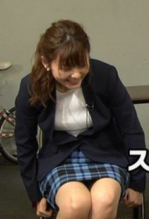 佐藤梨那アナ(24)の終始パンチラしそうな▼ゾーンがぐうシコww【エロ画像】