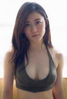 元NMB48上西恵(24)の復帰後の水着グラビアが相変わらず巨乳でエロいww【エロ画像】