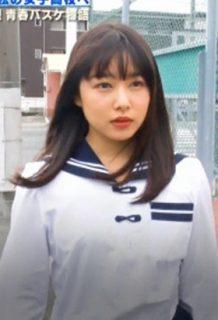 桜井日奈子(22)の制服、バスケユニ姿でJKに紛れた結果ww【エロ画像】