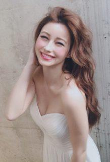 ダレノガレ明美(29)の髪ふう、乳ふわ胸チラ谷間写真がぐうシコww【エロ画像】