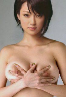 深田恭子さん(37)唯一「乳首」が垣間見えた問題の写真がコレ。