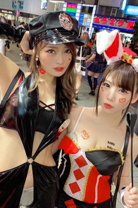渋谷ハロウィンで2人組のビッチを捕獲!水浸しの潮吹き痙攣大乱交SEXww【エロ動画】