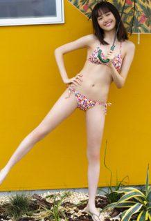 尾碕真花さん、写真集の次は週プレで脱がされる・・・19歳の水着マ●コがエロいww【エロ画像】