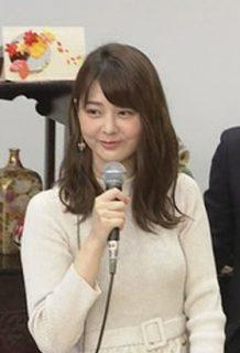 【GIF】佐藤梨那アナ、おっぱいの形を完全露出!!美乳確定した映像がコレww