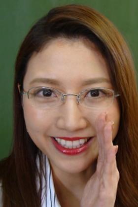 三田友梨佳アナ、「メガネ女教師コス」が完全AVにしか見えないwww【エロ画像】