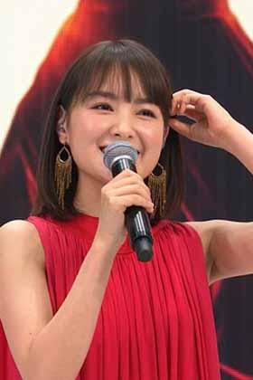 清楚女優の葵わかなさん、歌番組でマ●コの影を晒してしまうwww【エロ画像】