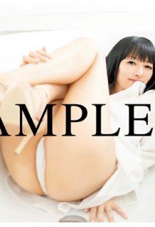 声優の田中理恵さん写真集でマングリ返し披露・・・四十路なのにえぐい脱ぎ方で草www【エロ画像】