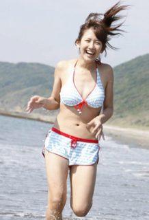 岡井千聖さん、不倫略奪婚した女の水着姿がコチラwww【エロ画像】
