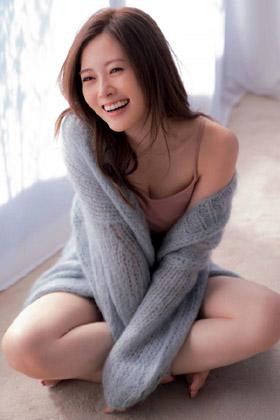 白石麻衣さん、卒業発表で久々にオカズ提供!!!エロ過ぎて射精不可避・・・【エロ画像】