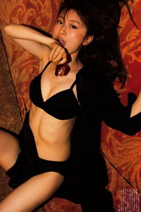 松本まりかさん、美乳チラリの写真集がクッソエロいwww【エロ画像】
