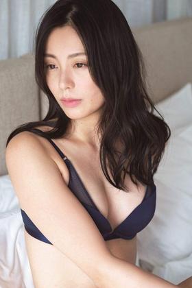 本仮屋ユイカさん、安定のプリケツと美乳おっぱいを久々披露してくれるwww【エロ画像】