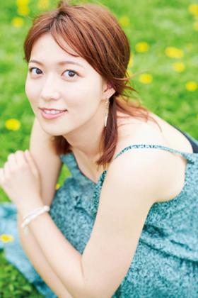 お天気キャスターの阿部華也子さん、お乳強調グラビアがぐうシコwww【エロ画像】
